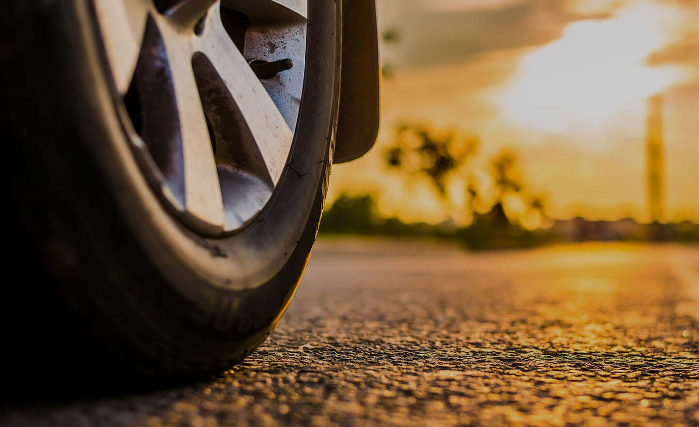 WHY DO CAR TYRES CRACK?